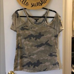 Express cold shoulder camo print tee size S